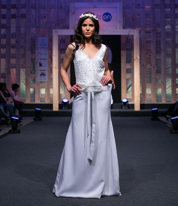 Vestido de novia con falda y sobrefalda